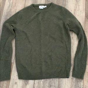 Vineyard Vines sweater, olive green size medium